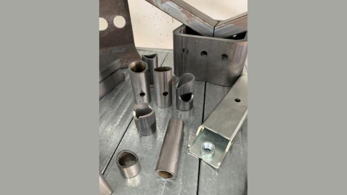 Produzione di componenti industriali metallici con taglio laser tubolare - 13